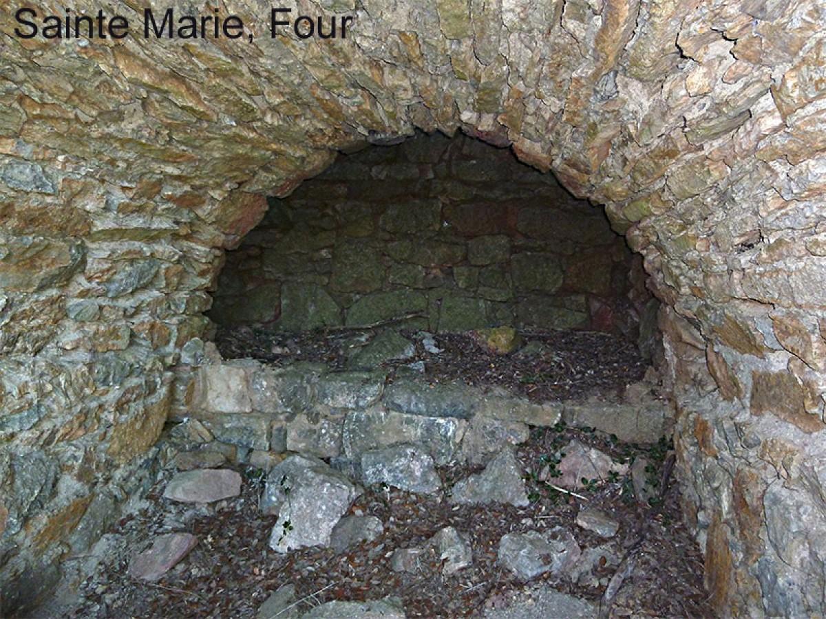 Cascastel Sainte Marie Four